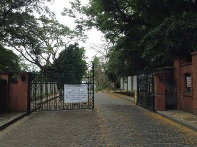 golden-tiger-town-and-country-estates-entrance